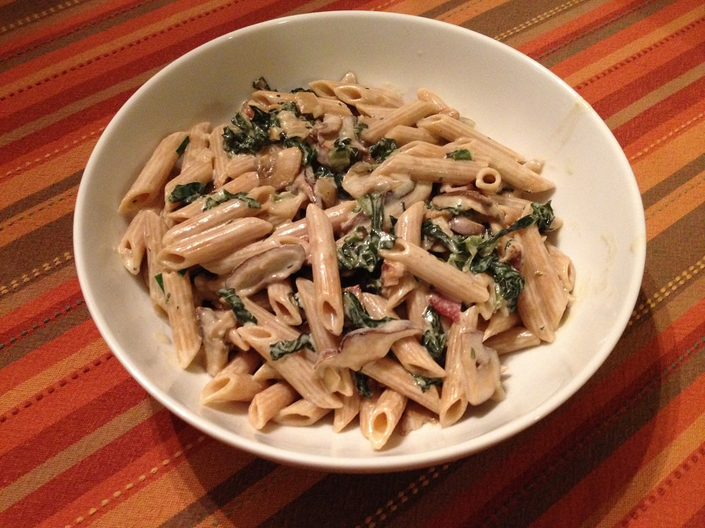 Gorgonzola Penne with Spinach, Mushrooms, and Walnuts | Grabbing the Gusto