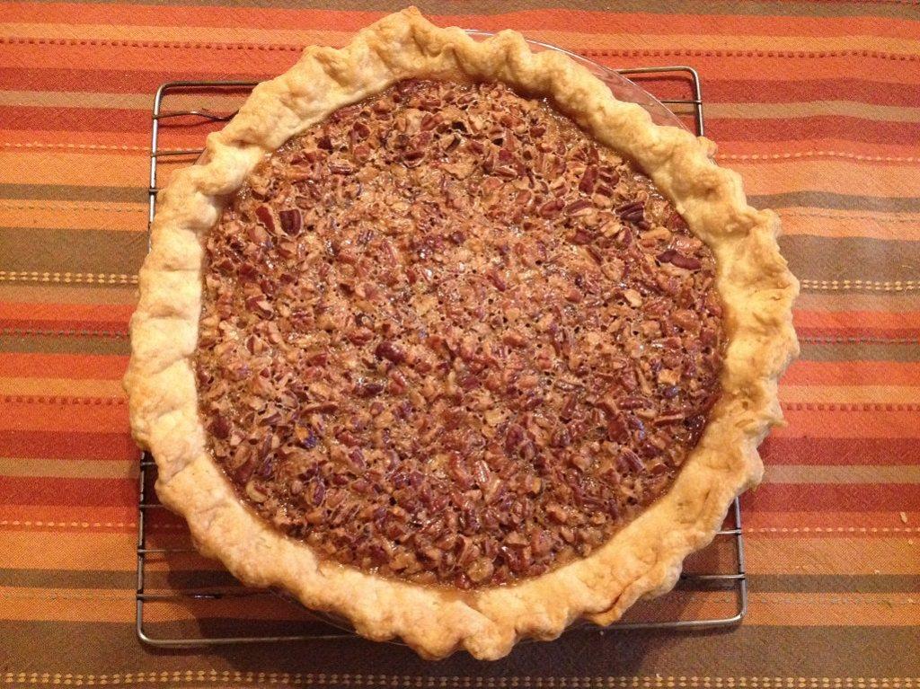 Maple Pecan Pie recipe | Grabbing the Gusto
